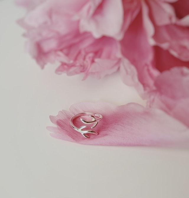 bague fleur rose